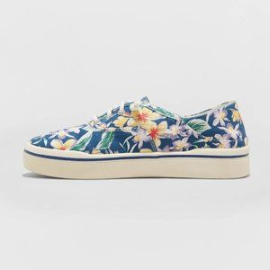 Women's Mad Love Kendra Lace Up Canvas Sneakers